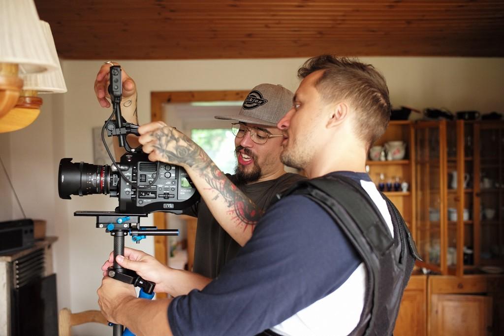 Mike und Berni beim vorbereiten der Kamera für den Glidecameinsatz Foto: Dusana Baltic